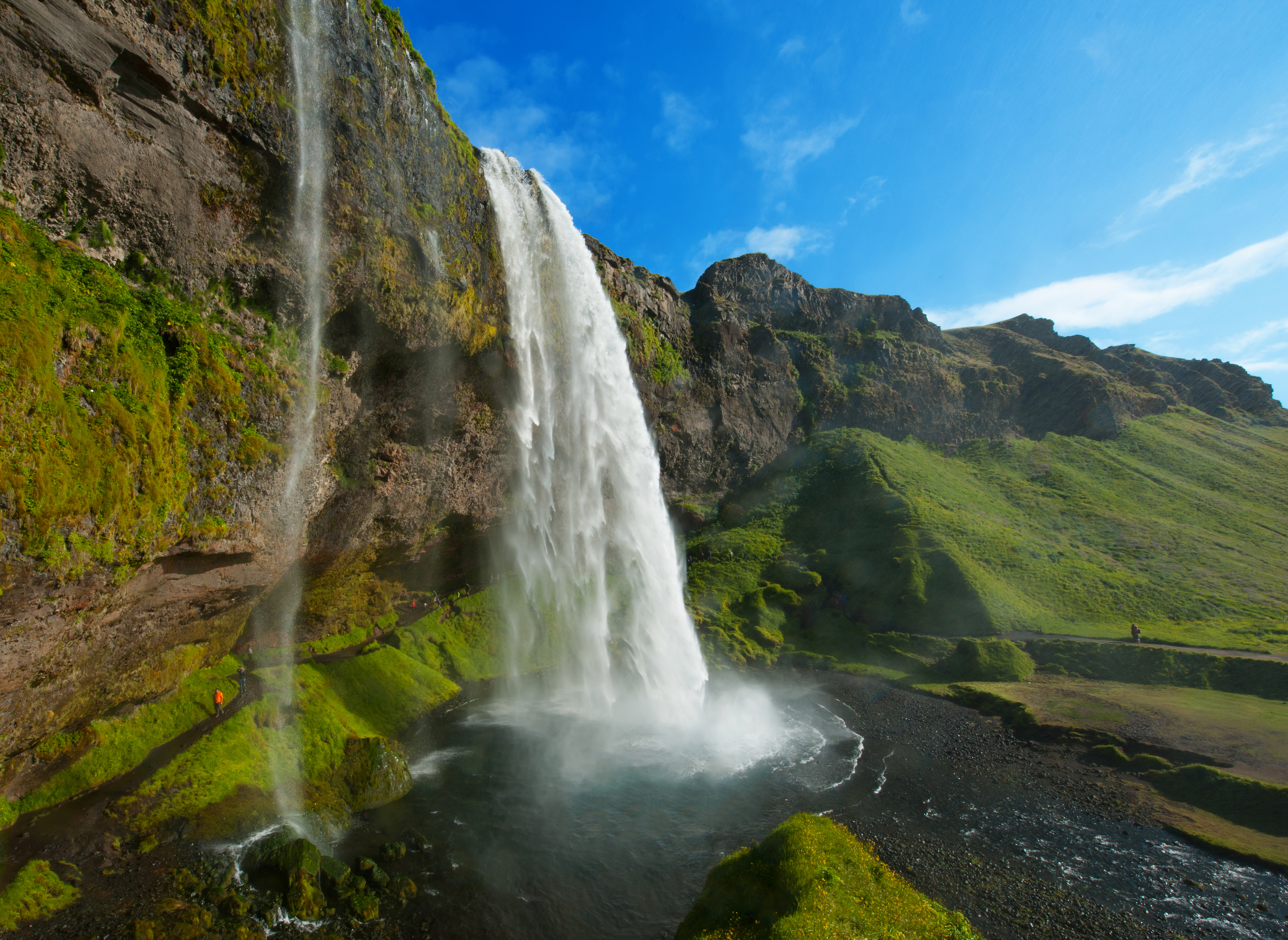 BILFERIE PÅ ISLAND_Bilferie gjennom det vakre Sør-Island_Opplev den vakre Seljalandsfoss på Island © Din Islandsreise