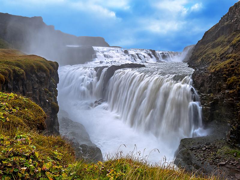 BILFERIE PÅ ISLAND_Bilferie på Island med Den Gylne Sirkel_Opplev Gullfoss og en islandsk Geysir © Din Islandsreise.jpg