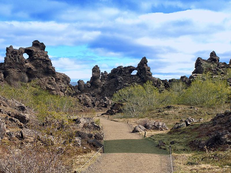 BILFERIE PÅ ISLAND_Kjør Selv ferie rundt Island_Mystiske Dimmuborgir på Island med Din Islandsreise © Din Islandsreise