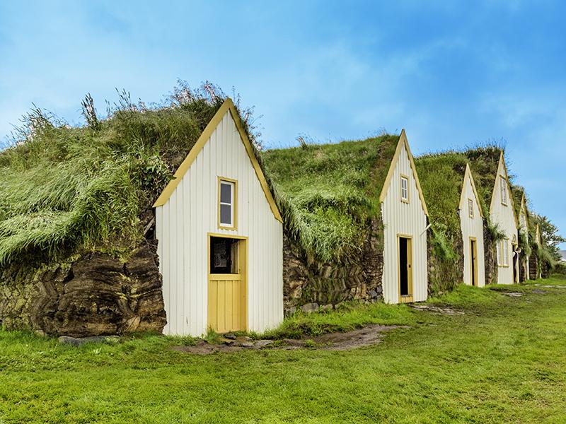 BILFERIE PÅ ISLAND_Kjør Selv ferie rundt Island_Opplev de gamle torvhusene på Glaumbær med Din Islandsreise © Din Islandsreise