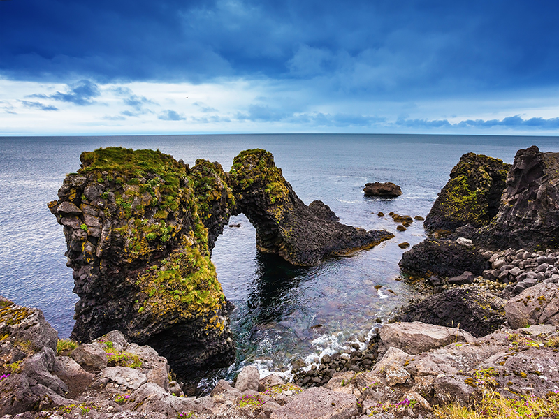 BILFERIE PÅ ISLAND_Komplett bilferie rundt Island med Din Islandsreise_Opplev den flotte Arnarstapi på bilferie med Din Islandsreise © Din Islandsreise