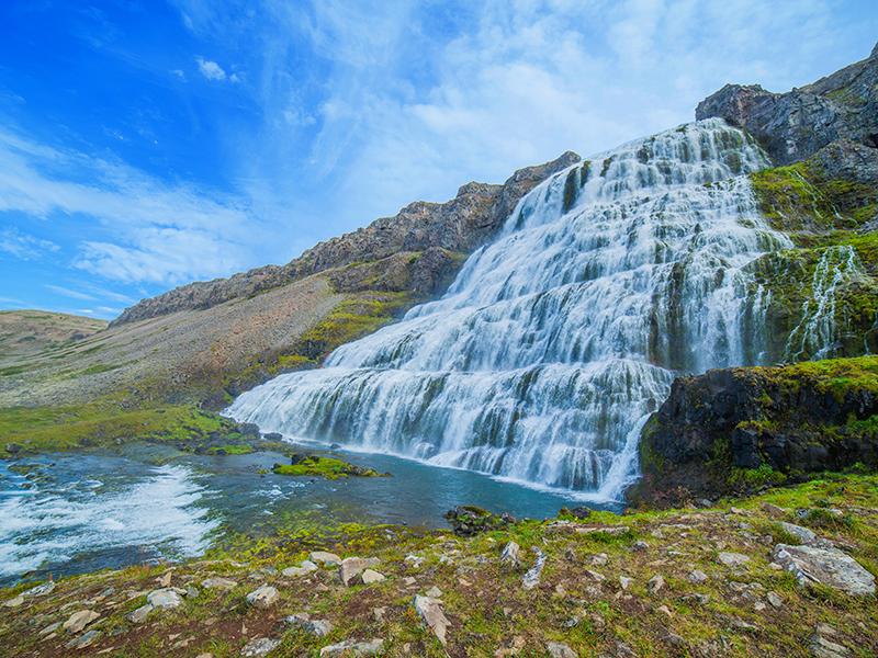 BILFERIE PÅ ISLAND_Komplett bilferie rundt Island med Din Islandsreise_Opplev den flotte Dynjandi på bilferie med Din Islandsreise © Din Islandsreise