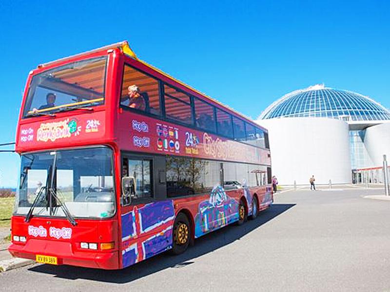 DEN BLÅ LAGUNE OG SPA PÅ ISLAND_Hop On Hop Off busser på Island © Din Islandsreise