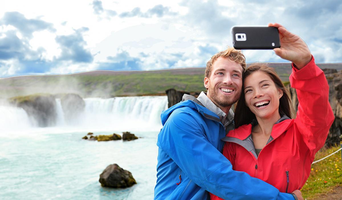 BILFERIE PÅ ISLAND_Kjør Selv ferie på Island_Vakre Godafoss © Din Islandsreise