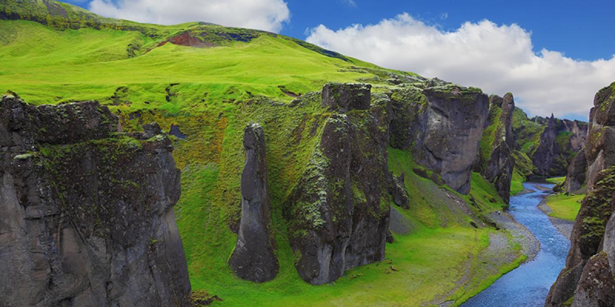 BILFERIE PÅ ISLAND_Bilferie gjennom det vakre Sør-Island_Fjardarglufur © Din Islandsreise