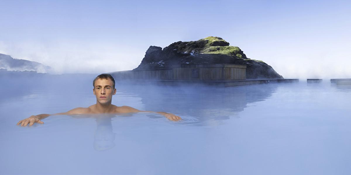 DEN BLÅ LAGUNE OG SPA PÅ ISLAND_Bade i Den Blå Lagune © Din Islandsreise