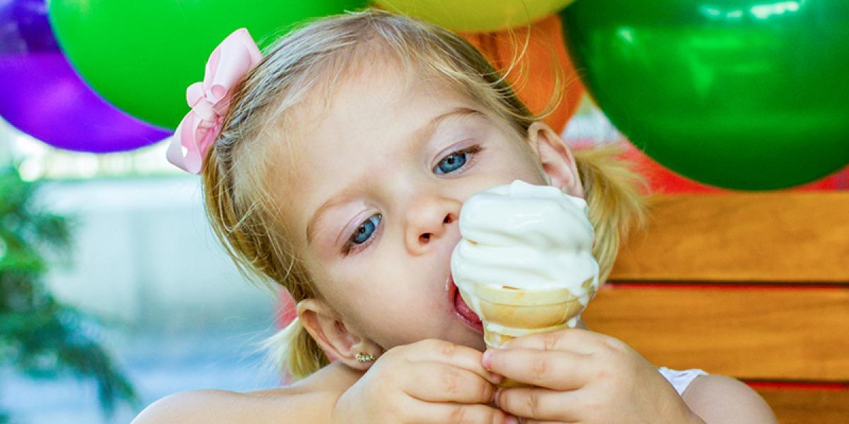 FAMILIEFERIE PÅ ISLAND_Sommerferie på Island med barn_Verdens beste is kommer fra Island © Din Islandsreise