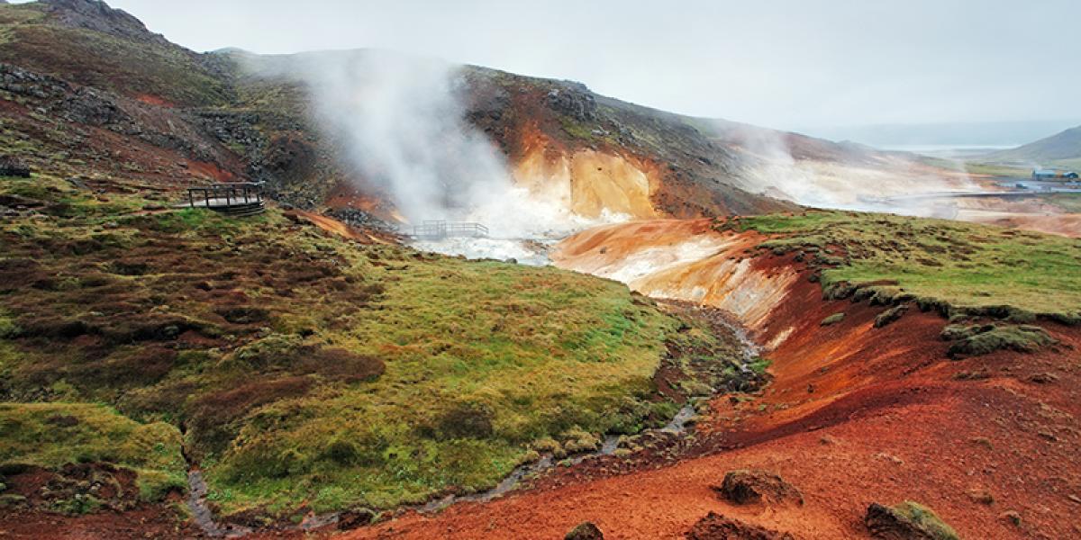 GUIDEDE TURER PÅ ISLAND_Guidede dagsturer fra Reykjavik_Vinter_Fargerike geotermiske områder © Din Islandsreise