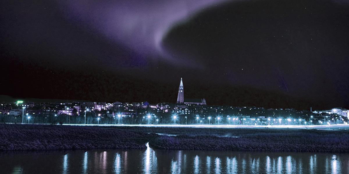 JUL OG NYTTÅR PÅ ISLAND_Juletur til Island_Nordlys over Reykjavik © Din Islandsreise