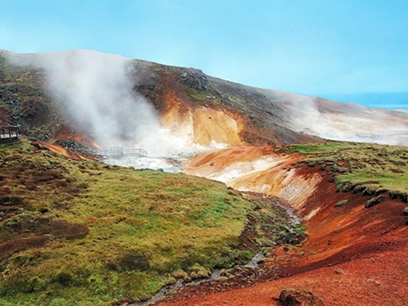 Krísuvík med geotermiske områder_Opplev Island og geotermiske områder med Din Islandsreise © Din Islandsreise